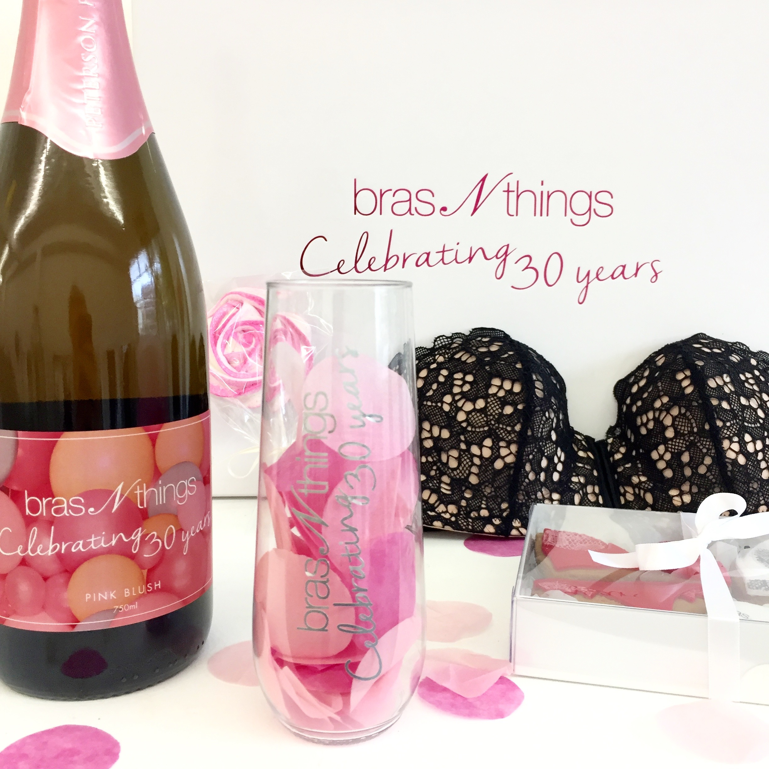 FUN AND FLIRTY 30TH BIRTHDAY BRAS N THINGS MEDIA KIT GIFT BOXES